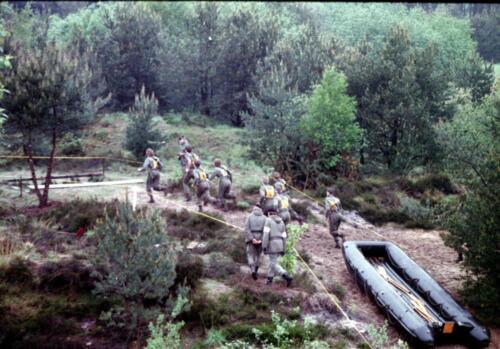 1983 1987 B Esk 103 Verkbat Boeselager wedstrijden Fysieke testen Roeien en zwemmen. Inz. Wmr I Jan Pol 13.