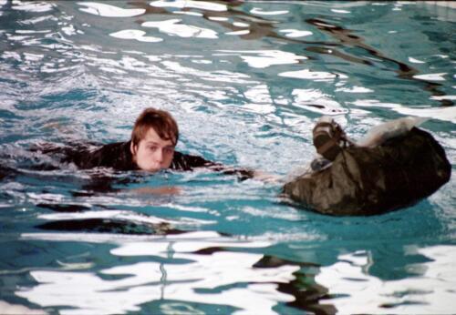 1983 1987 B Esk 103 Verkbat Boeselager wedstrijden Fysieke testen Roeien en zwemmen. Inz. Wmr I Jan Pol 2