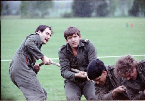 1983 1987 B Esk 103 Verkbat Boeselager wedstrijden Fysieke testen. Touwtrekken Inz. Wmr I Jan Pol 1