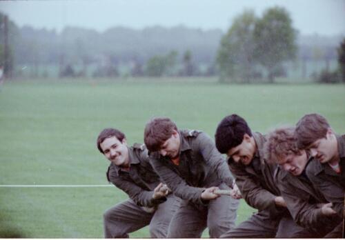 1983 1987 B Esk 103 Verkbat Boeselager wedstrijden Fysieke testen. Touwtrekken Inz. Wmr I Jan Pol 2