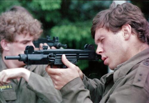 1983 1987 B Esk 103 Verkbat Boeselager. Elnt Dulfer met UZI Inz. Wmr I Jan Pol