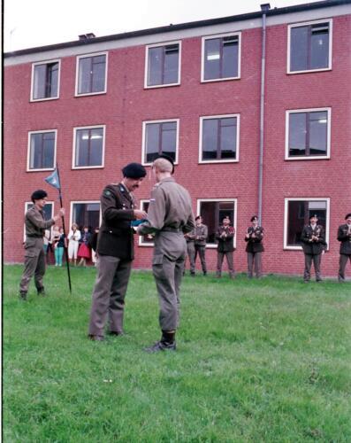 1983 1987 B Esk 103 Verkbat Commando overdracht 26 08 1984 Ritm Pruyssenaere aan Ritm vd Bos. 12