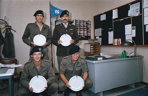 1983 1987 B Esk 103 Verkbat Commando overdracht 26 08 1984 Ritm Pruyssenaere aan Ritm vd Bos. 17
