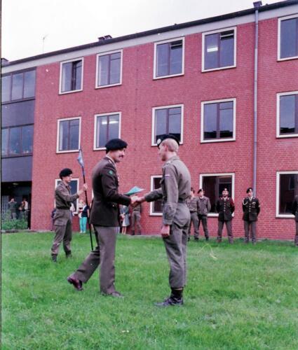 1983 1987 B Esk 103 Verkbat Commando overdracht 26 08 1984 Ritm Pruyssenaere aan Ritm vd Bos. 2