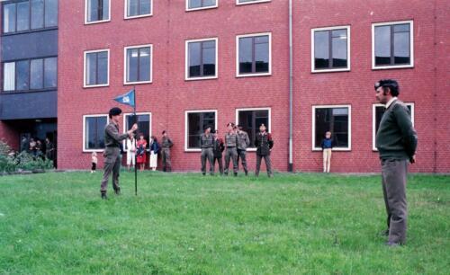 1983 1987 B Esk 103 Verkbat Commando overdracht 26 08 1984 Ritm Pruyssenaere aan Ritm vd Bos. 5