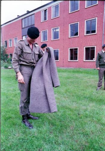 1983 1987 B Esk 103 Verkbat Commando overdracht 26 08 1984 Ritm Pruyssenaere aan Ritm vd Bos. 6