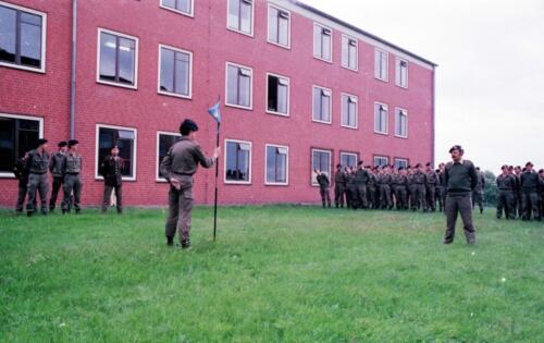 1983 1987 B Esk 103 Verkbat Commando overdracht 26 08 1984 Ritm Pruyssenaere aan Ritm vd Bos. 9