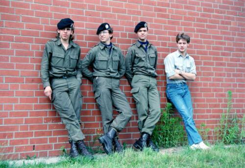 1983 1987 B Esk 103 Verkbat Groeps en vtgbemanningen bij gebouw Inz. Wmr I Jan Pol 1