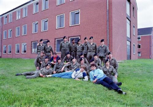 1983 1987 B Esk 103 Verkbat Groeps en vtgbemanningen bij gebouw Inz. Wmr I Jan Pol 11