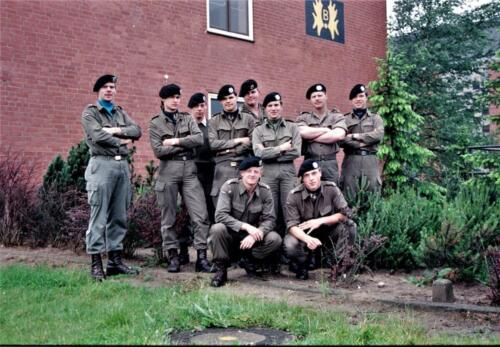 1983 1987 B Esk 103 Verkbat Groeps en vtgbemanningen bij gebouw Inz. Wmr I Jan Pol 4.