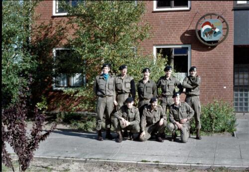 1983 1987 B Esk 103 Verkbat Groeps en vtgbemanningen bij gebouw Inz. Wmr I Jan Pol 5