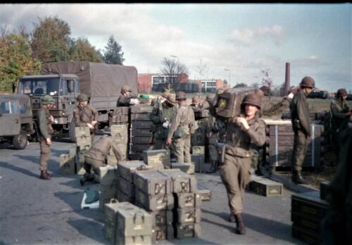 1983 1987 B Esk 103 Verkbat Munitiebeladingsoefening op de legerplaats Seedorf Inz. Wmr I Jan Pol 3