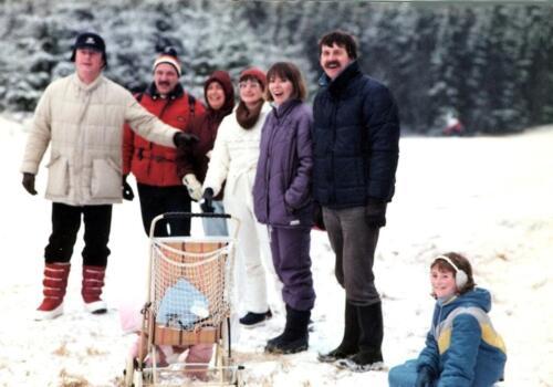 1984 12 25 SSV Esk 103 Verkbat Kerst in Winterberg o.a Heuveling Spruijt en Kuijpers met vrouw