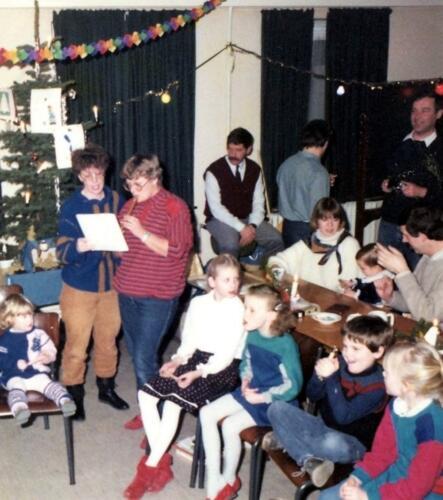 1984 12 25 SSV Esk 103 Verkbat Kerst in Winterberg o.a. midden Ritm Mulders re Sgt Helt