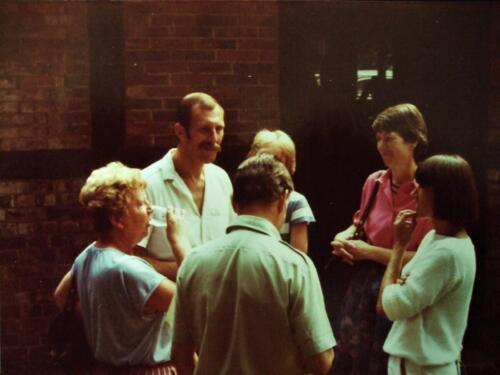 1984 SSV Esk 103 Verkbat BC Lkol Ruurd Reitsma in gesprek. Inz. Jan Cremers