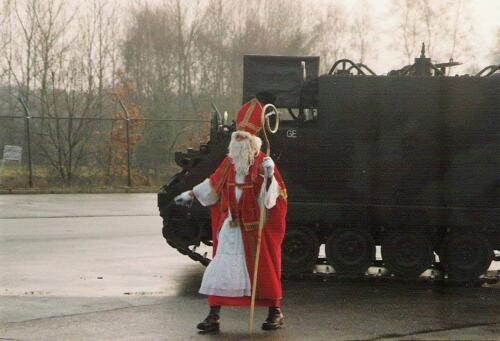 1985 12 05 SSV Esk 103 Verkbat Sinterklaasappel met Wmr I Ruud de Lange. 1