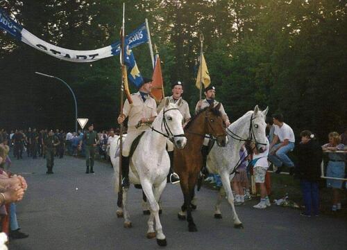 1985 1986 103 Verkbat Avondvierdaagse Zeven. Te Paard Wmr I Ruud de Lange en Sm Jaap Keijzer