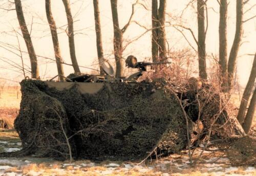 1986 A-Esk 103 Verkbat; Oefening; Goed gecamoufleerd. Foto's Huz I Paul Poelman (1)