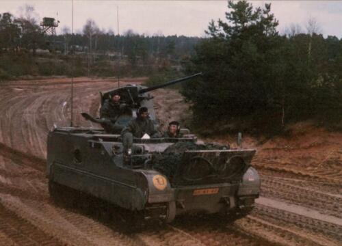 1986 A-Esk 103 Verkbat; Schietoefeningen tijdens schietserie Bergen Hohne. Foto's Huz I Paul Poelman (2)