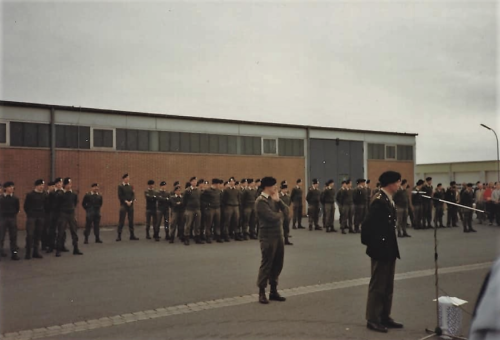 1986 SSV 103 Verkbat Ouderweekend. BC Lkol Selles heet welkom met C SSV Ritm vd Aker Inz. John Lettinga