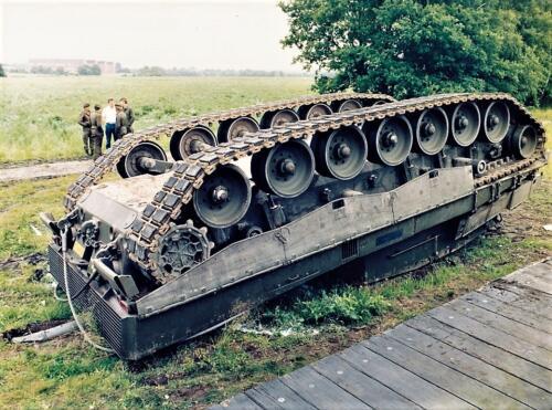 1986 SSV Esk 103 Verkbat Station Godenstedt BOG zet de Leop II B Esk weer recht. Inz. Peter van Wijk 1