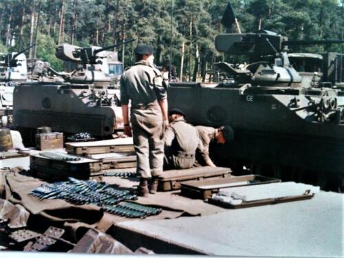 1988 B Esk 103 Verkbat lipl 87 11 Schietserie de munitie voor het Oerlikon kanon. Inz. Peter Ham