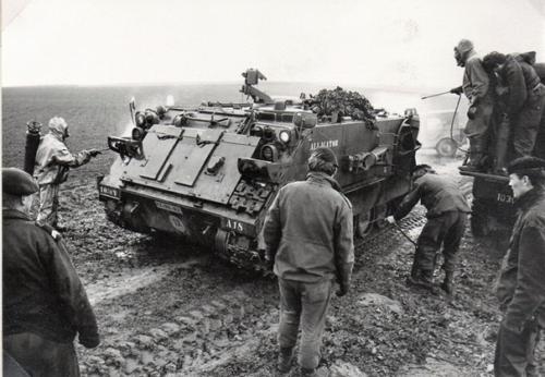1989 103 Verkbat De Mortierbak M106 verdwijnt bij 103. Hier gaat nog een M106 door een NBC wasstraat.