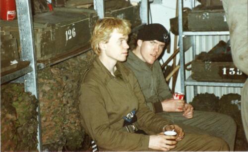 1989 SSV Esk 103 Verkbat. Huz Johan Hendriks ontvangt een tevredensheids betuiging 3
