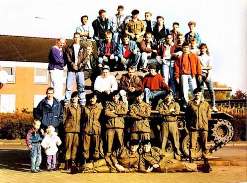 1990 1991 B Esk 3e Pel 103 Verkbat Groepsfoto bij het stafgebouw