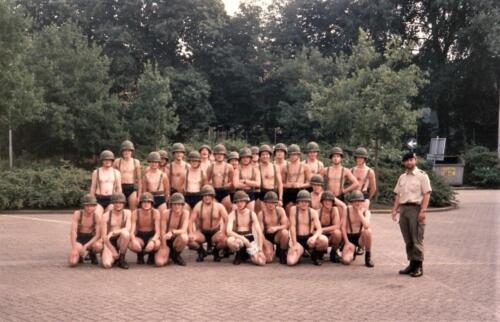 1990 A Esk 103 Verkbat Met blote kont koppel en speer