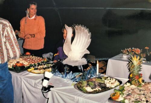 1992 01 31 tm 02 02 A Esk 103 Verkbat Ouderweekend Buffet met prachtige ijs sculpturen Inzender Marcel