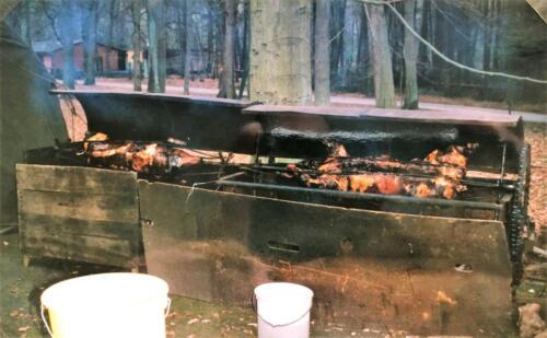 1991 01 31 tm 02 02 A Esk 103 Verkbat Ouderweekend Speenvarken aan het spit Inzender Marcel