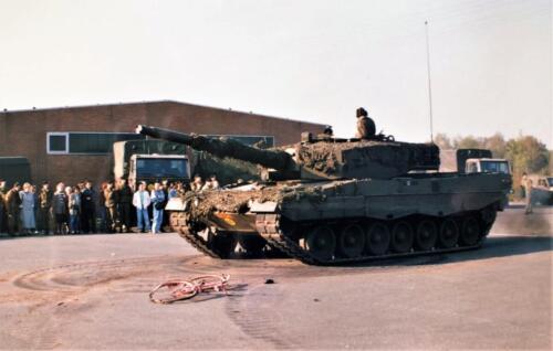 1992 01 31 tm 02 02 A Esk 103 Verkbat Ouderweekend Uiteraard een demo Leop II Inzender Marcel 2