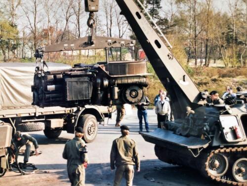 1991 01 31 tm 02 02 A Esk 103 Verkbat Ouderweekend Wisselen Leop motor Inzender Marcel