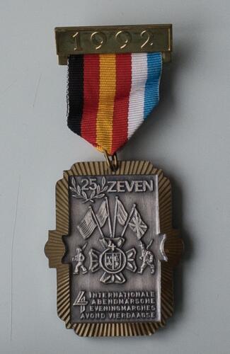 1992 Avondvierdaagse Zeven 25 jaar bestaan.