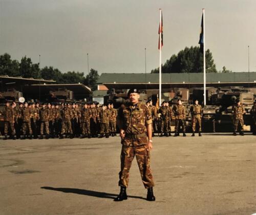 1995 103 Verkbat Beediging parade commandant inzender S3 Maj Ad Koevoets