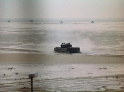 1995 Vlieland Opschieten munitie B H met KMA cav cadetn o.l.v. Lkol Alexander en inzender Aooi Haans 4