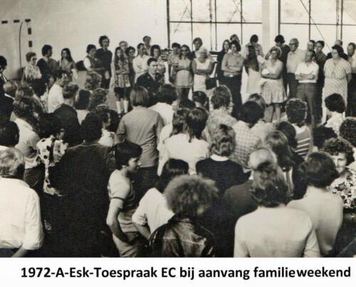 1972 A-Esk 103 Verkbat; Familieweekend, Ritmeester Meeder houdt een welkomstwoord.