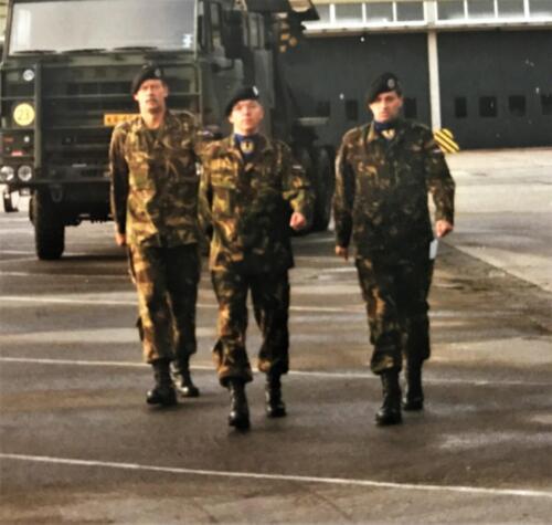 1998 09 11 103 Verkbat Co overdracht van re Lkol van den Bos aan midden Lkol v Klaarbergen. li. inz. Maj Koevoets
