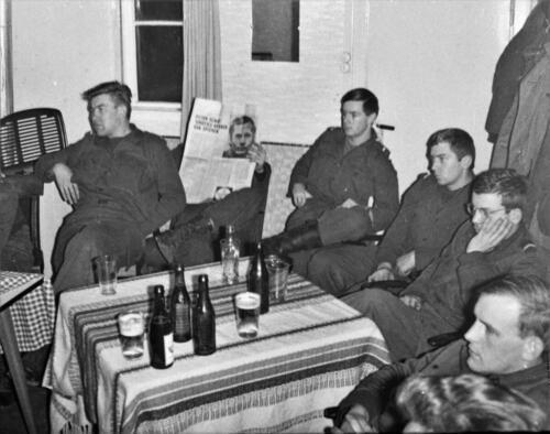 1966-1967 A-Esk 103 Verkbat; Het leven op de legeringskamers. Uit het fotoarchief van Jan Stoffels  (1)