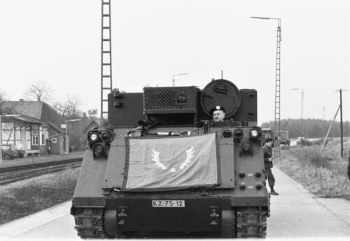 1966-1967 A-Esk 103 Verkbat; Ritmeester Ties Kwinten verwelkomt de eerste M113's Uit het fotoarchief van Jan Stoffels  (2)