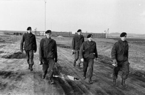 1966-1967 A-Esk 103 Verkbat; Lopen, lopen en lopen...  Uit het fotoarchief van Jan Stoffels  (4)