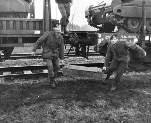 1966-1967 A-Esk 103 Verkbat; Trein laden of ontladen. Uit het fotoarchief van Jan Stoffels  (3)