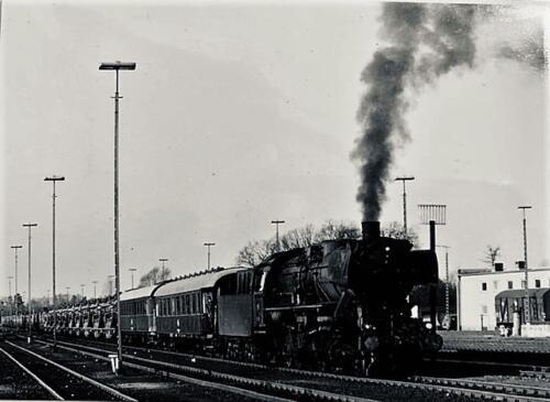 1974-1975 B-Esk 103 Verkbat; Per trein naar of van het oefengebied. Inz. Frans Homminga  (1)