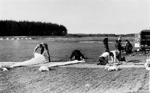 1974-1975 B-Esk 103 Verkbat; Para-opleiding Seedorf. Inzender Frans Homminga  (3)