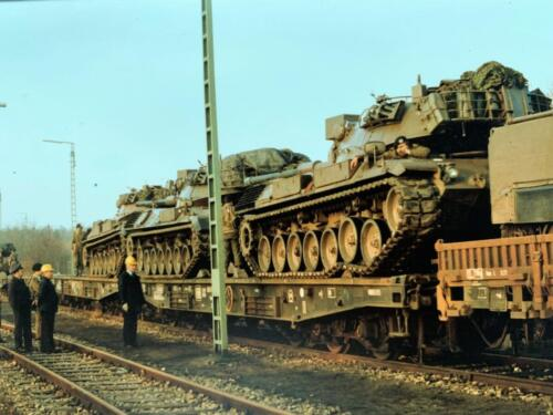 2. 1979 1980 A Esk 103 Verkbat 79 4 Oef Entre Nous treinladen. Fotoalbum Jonn Emmen 1 2