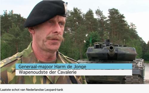 2011 05 18 Bergen Hohne Het laatste schot van de Nederlandse leopard II tank. 1