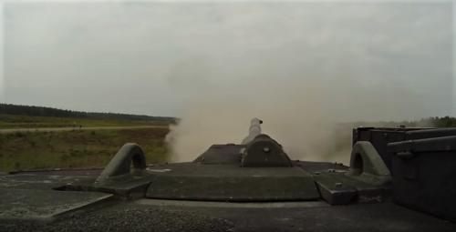 2011 05 18 Bergen Hohne Het laatste schot van de Nederlandse leopard II tank. 10