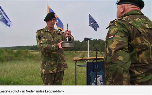 2011 05 18 Bergen Hohne Het laatste schot van de Nederlandse leopard II tank. 11