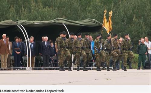 2011 05 18 Bergen Hohne Het laatste schot van de Nederlandse leopard II tank. 2